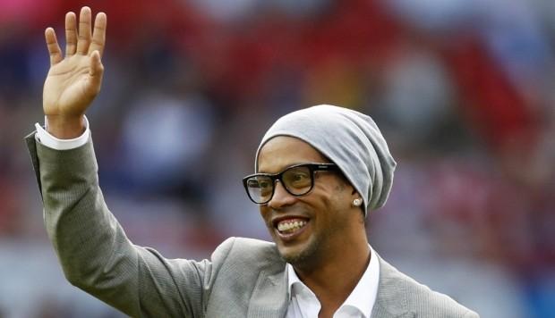 Ronaldinho anunció su retiro con mensaje en Facebook