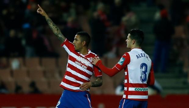 Sergio Peña anotó golazo desde media cancha